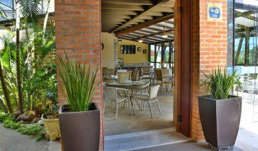 entrada-area-cafe-da-manha-pousada-do-lago-brotas